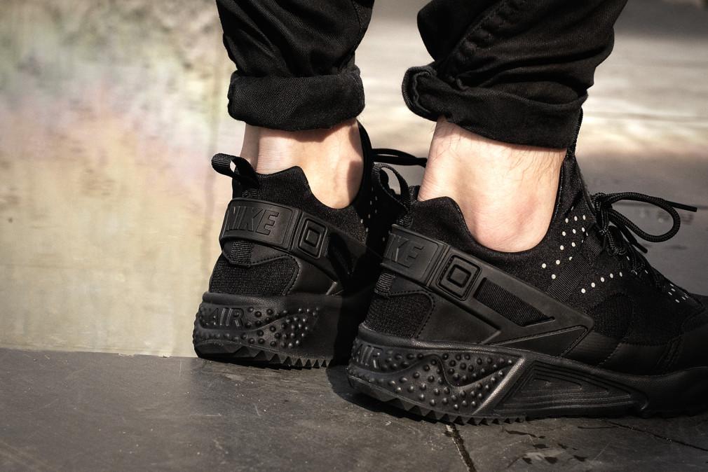 Nike-Huarache-Utility-Black-03