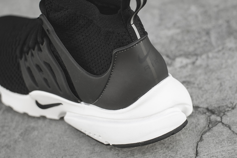 Nike-Presto-Flyknit-Ultra-High-Black-White-05