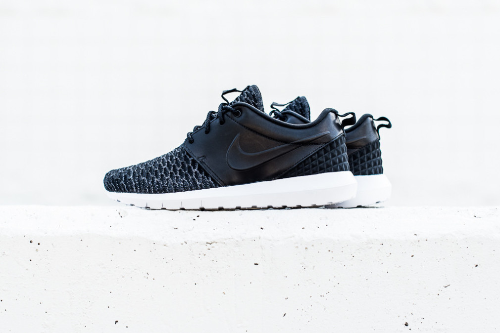 Nike-Roshe-One-NM-Flyknit-PRM-Black-1