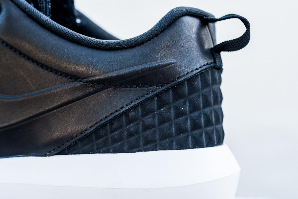 Nike-Roshe-One-NM-Flyknit-PRM-Black-2