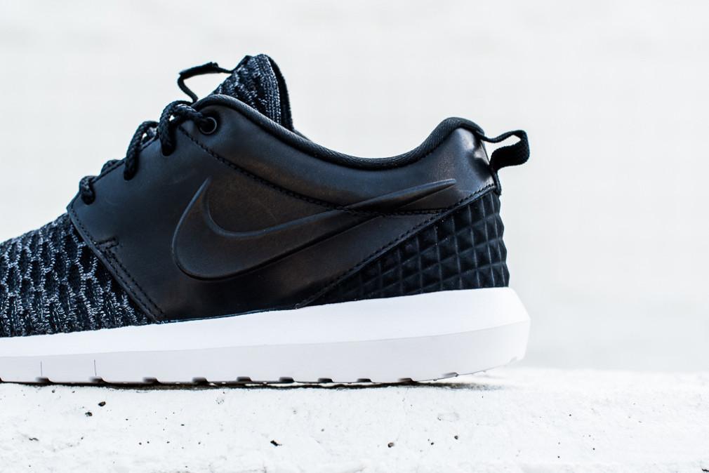 Nike-Roshe-One-NM-Flyknit-PRM-Black-3