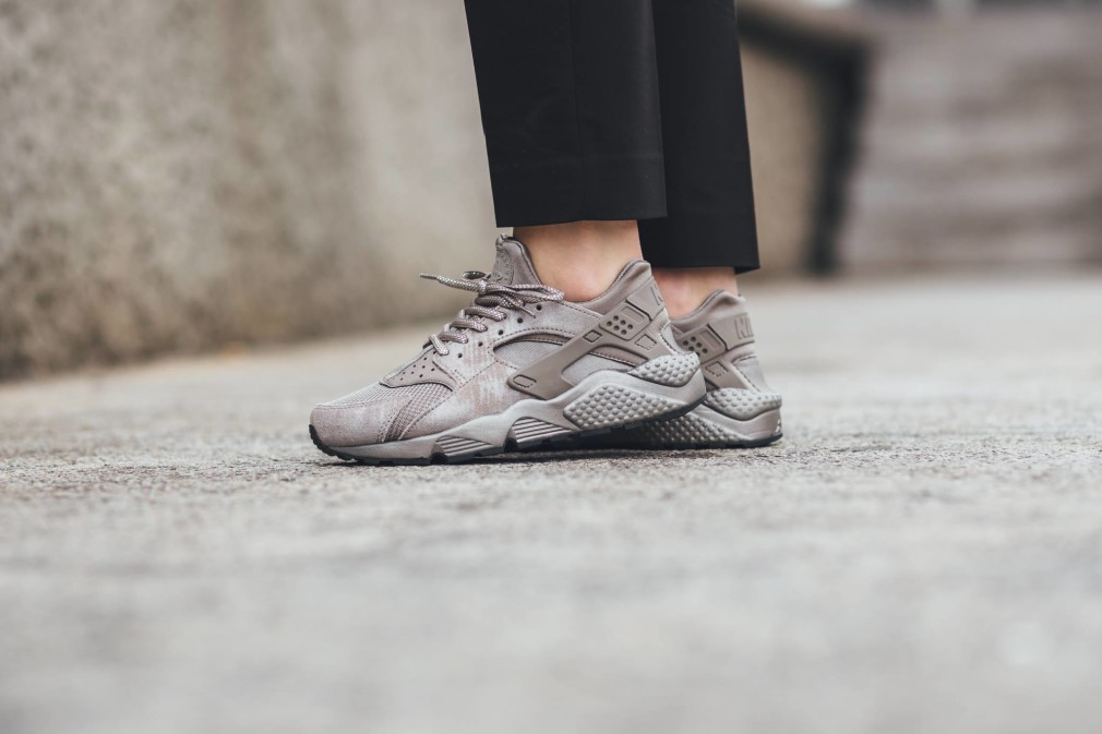 Nike-Wmns-Air-Huarache-Iron-Pack-2
