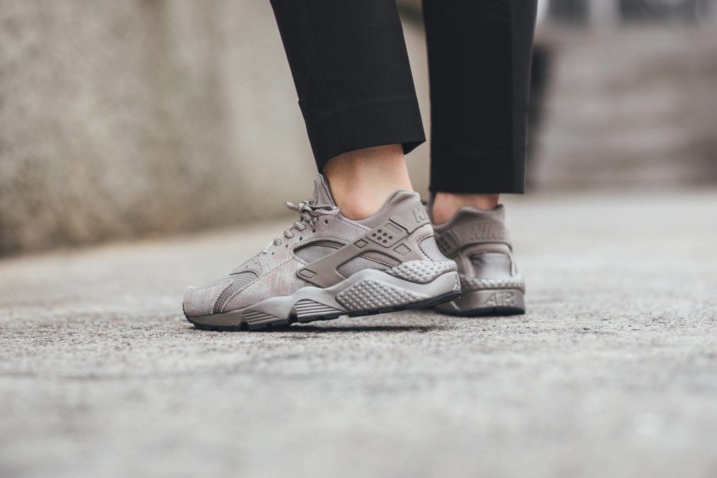 Nike-Wmns-Air-Huarache-Iron-Pack-3