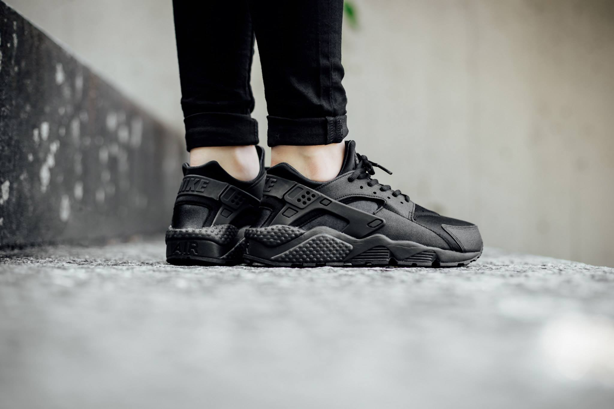 Nike Wmns Air Huarache Run Triple Black Wave 174