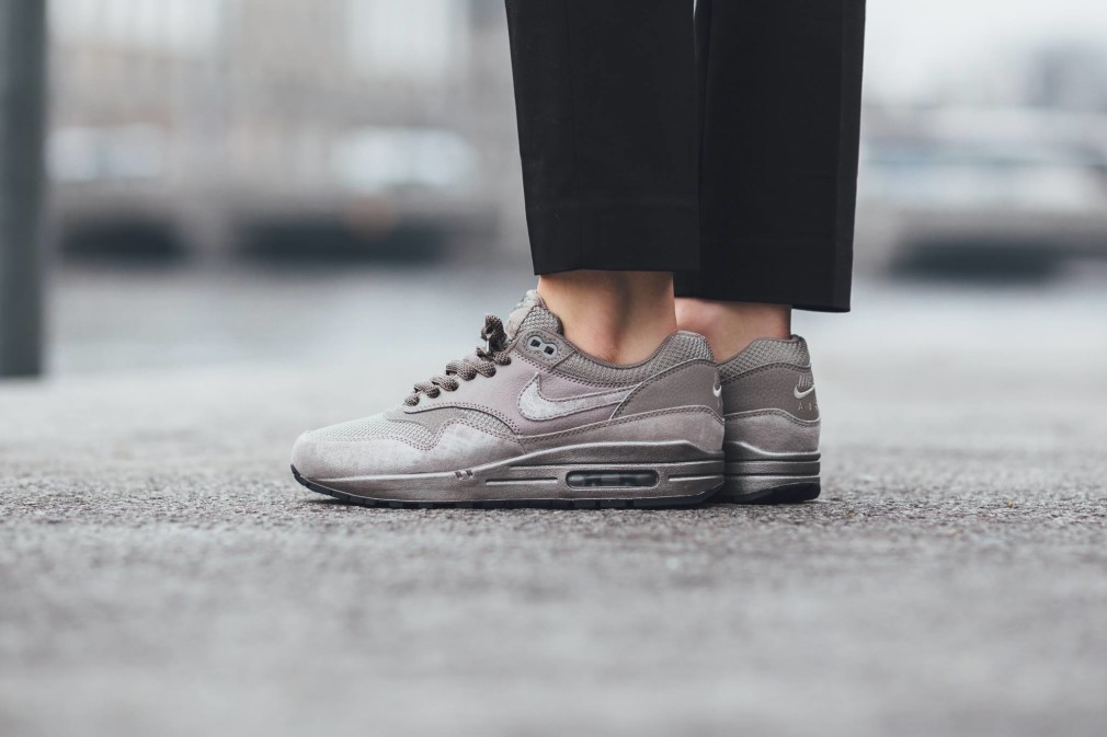 Nike-Wmns-Air-Max-1-Iron-Pack-3