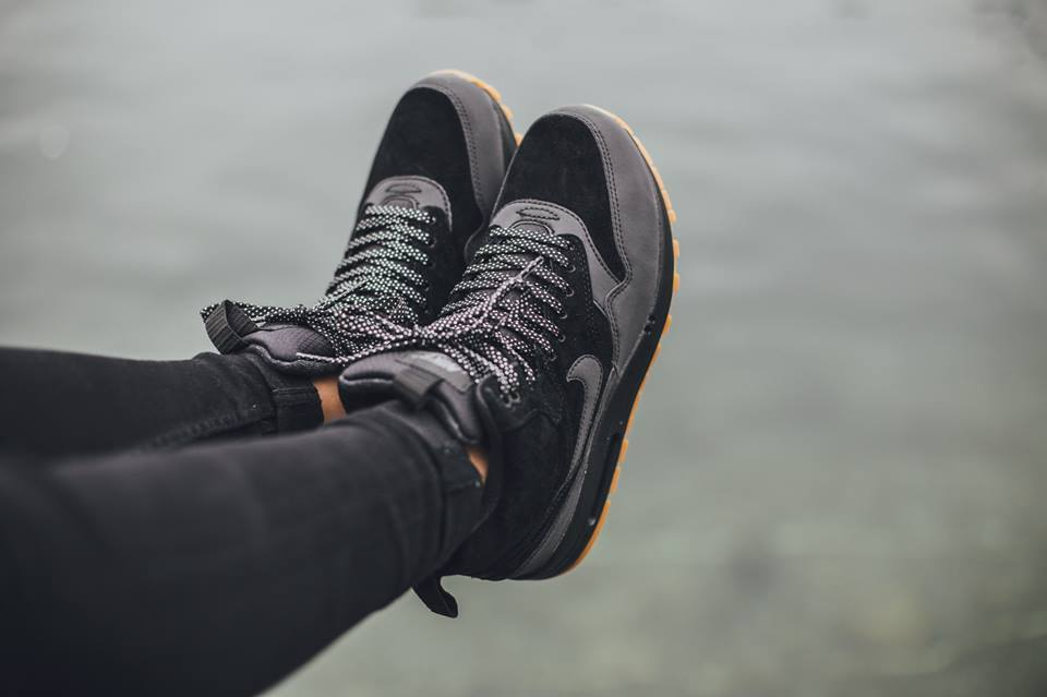 Nike-Wmns-Air-Max-1-Mid-Sneakerboot-H2O-REPEL-685267-003-2