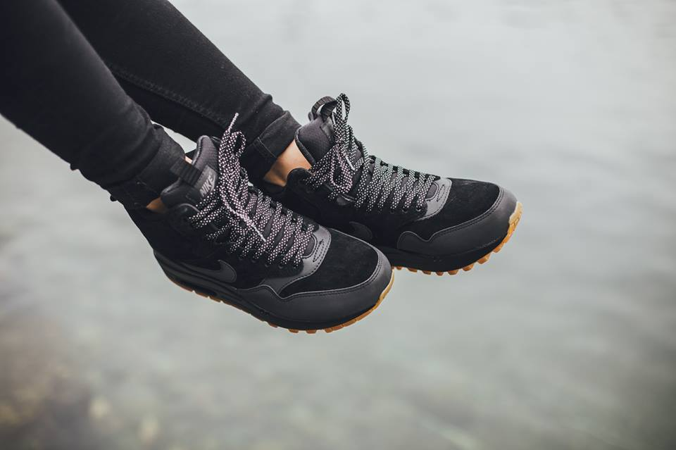 Nike-Wmns-Air-Max-1-Mid-Sneakerboot-H2O-REPEL-685267-003-3