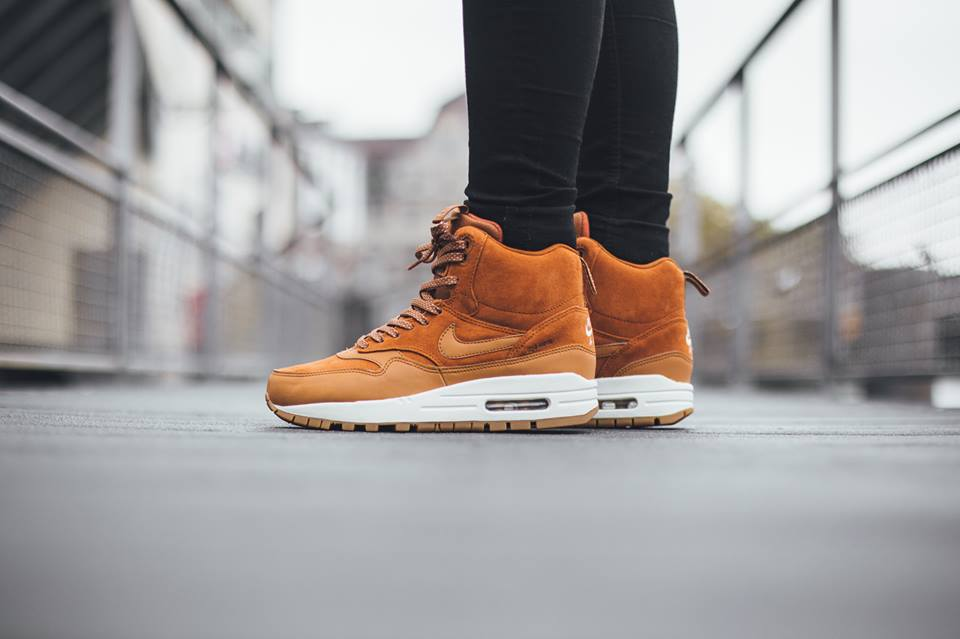 Nike-Wmns-Air-Max-1-Mid-Sneakerboot-H2O-REPEL-685267-200-1