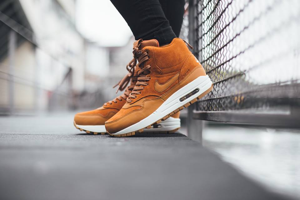 Nike-Wmns-Air-Max-1-Mid-Sneakerboot-H2O-REPEL-685267-200-2