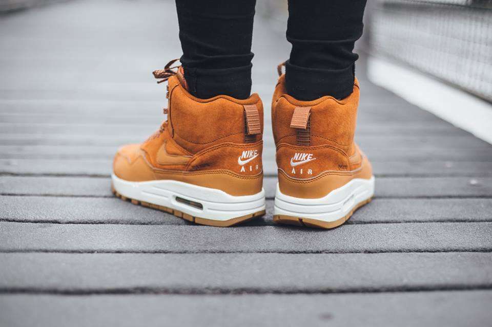 Nike-Wmns-Air-Max-1-Mid-Sneakerboot-H2O-REPEL-685267-200-3