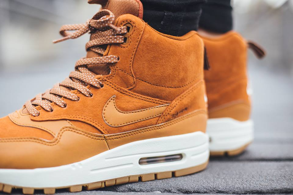 Nike-Wmns-Air-Max-1-Mid-Sneakerboot-H2O-REPEL-685267-200-4
