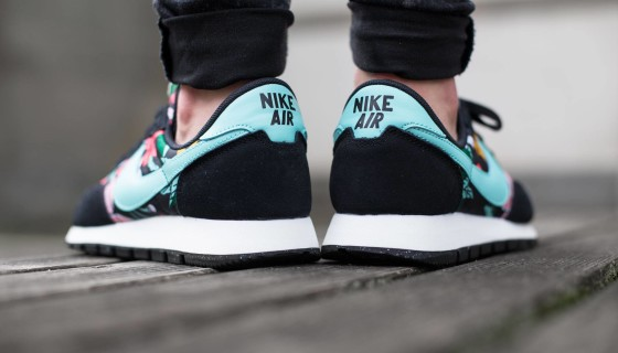 "Nike Wmns ""Aloha Print Black Pack"""