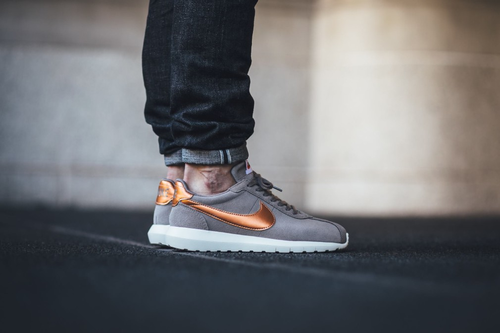 Nike-Wmns-Roshe-LD-1000-Metallic-Red-Bronze-2