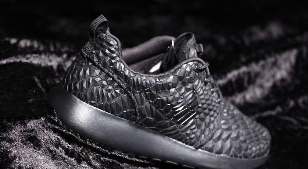 Nike-Wmns-Roshe-One-DMB-Triple-Black-1