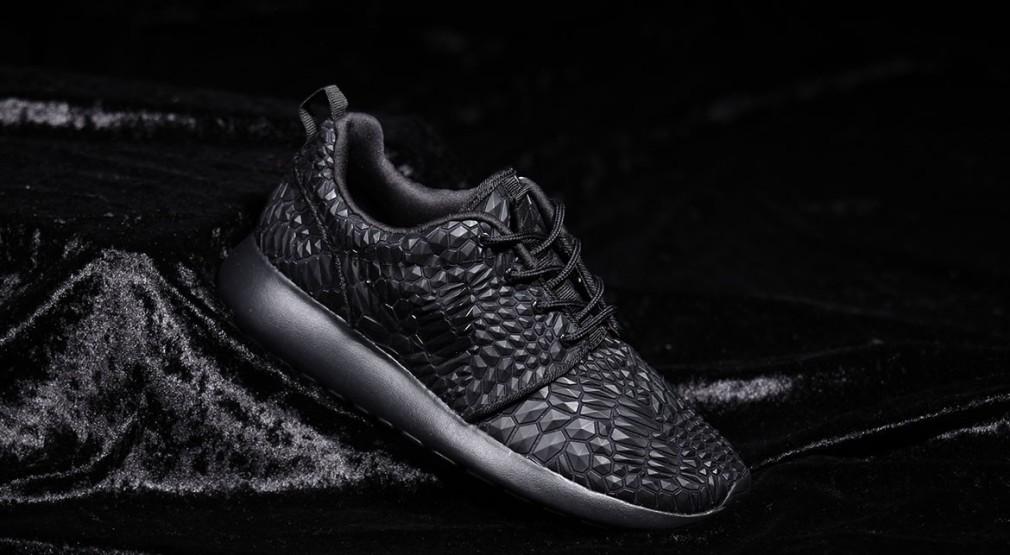 Nike-Wmns-Roshe-One-DMB-Triple-Black-2