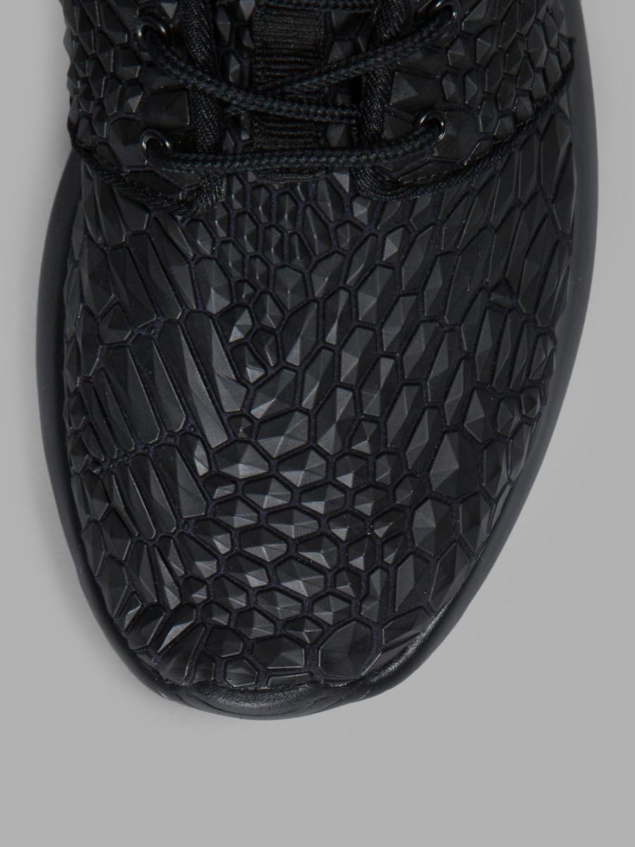 Nike-Wmns-Roshe-One-DMB-Triple-Black-4