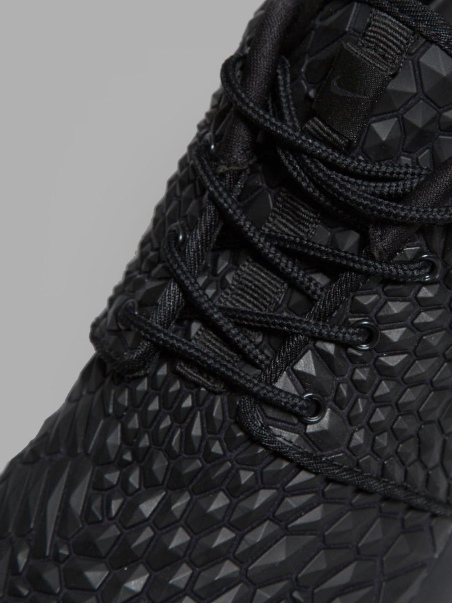 Nike-Wmns-Roshe-One-DMB-Triple-Black-5