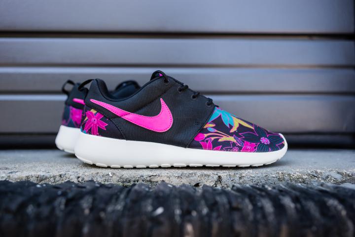 Nike-Wmns-Roshe-One-Print-Aloha-3