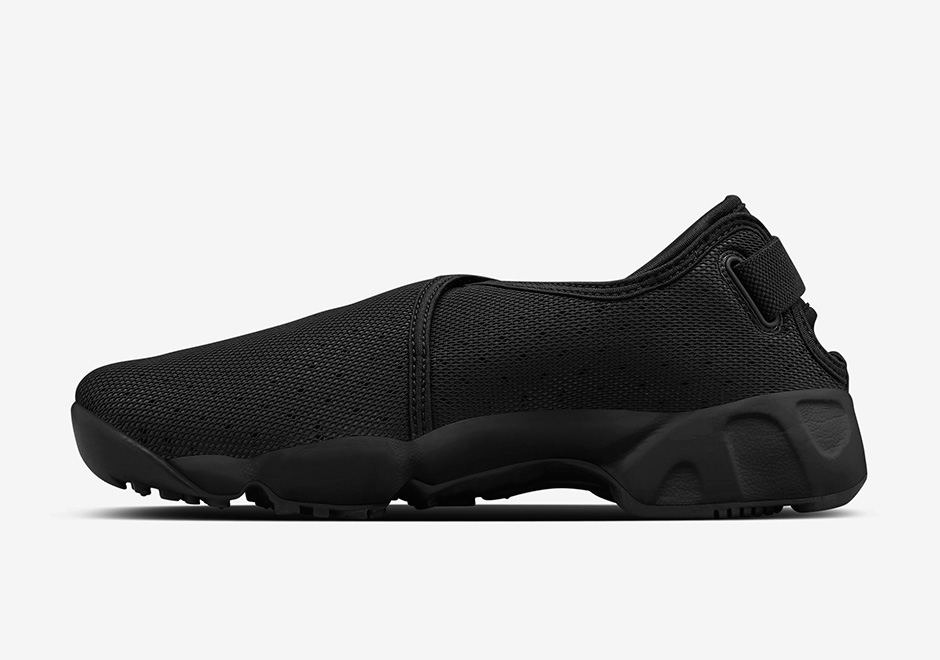 NikeLab-Air-Rift-Wrap-Black-White-03