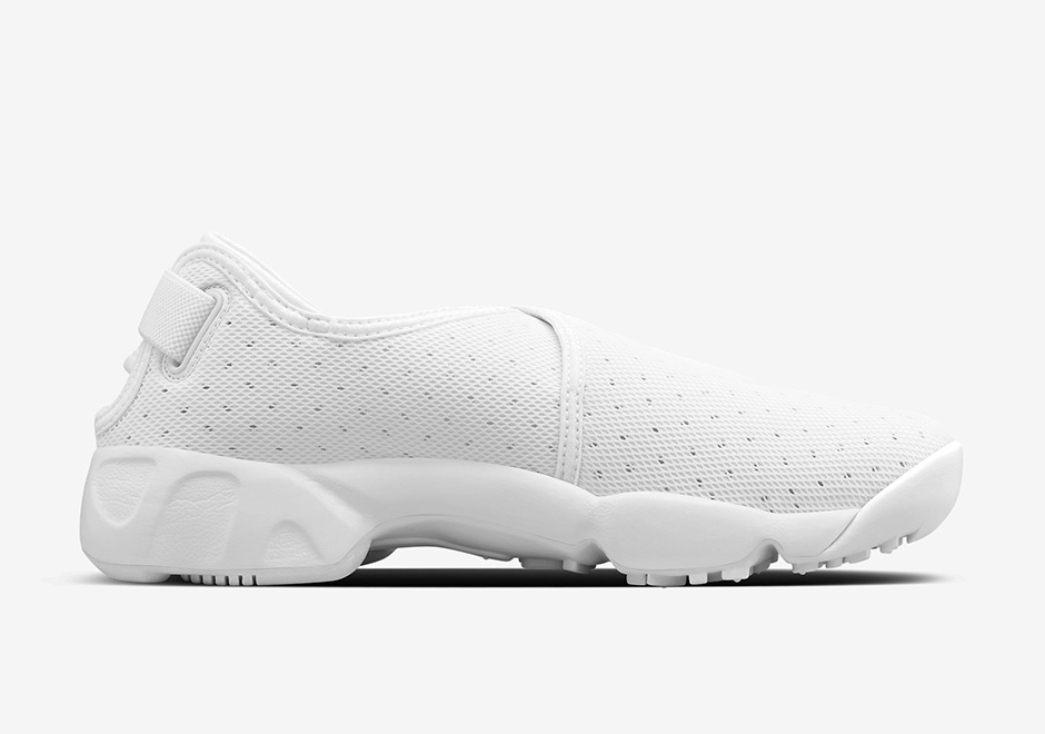 NikeLab-Air-Rift-Wrap-Black-White-07