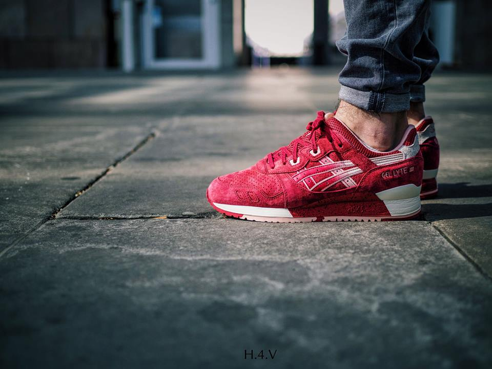Thomas-Swoosh-asics-Gel-Lyte-III-Strawberries