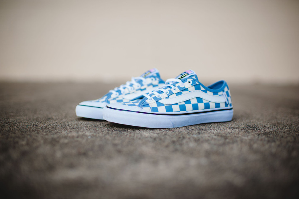 Vans_Surf_CheckersBlue_2_1024x1024