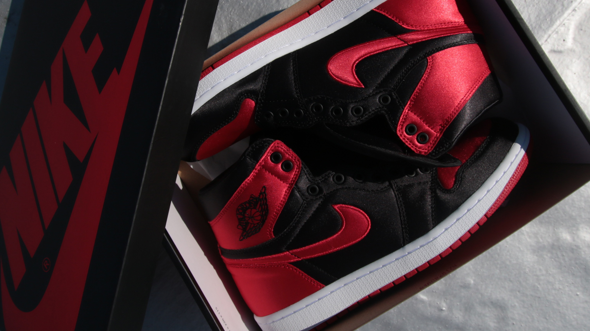 cb7dbc2bf66 For some odd purpose, retailer of fakes do not inventory USA measurement 9  or 13. The classical vamp of the aj 1 with the perforations design ...