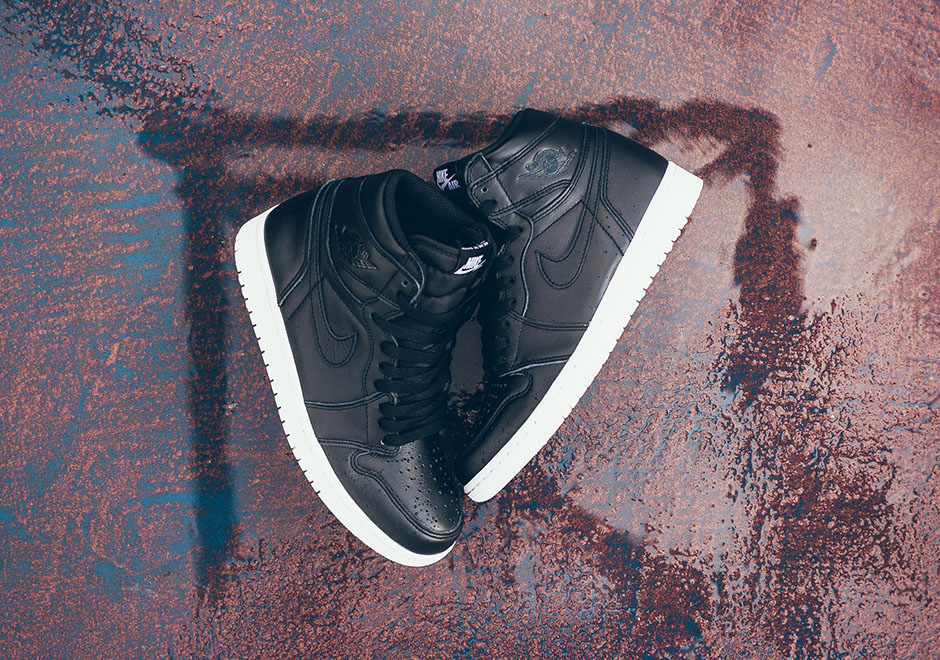 air-jordan-1-high-cyber-monday-black-white-7