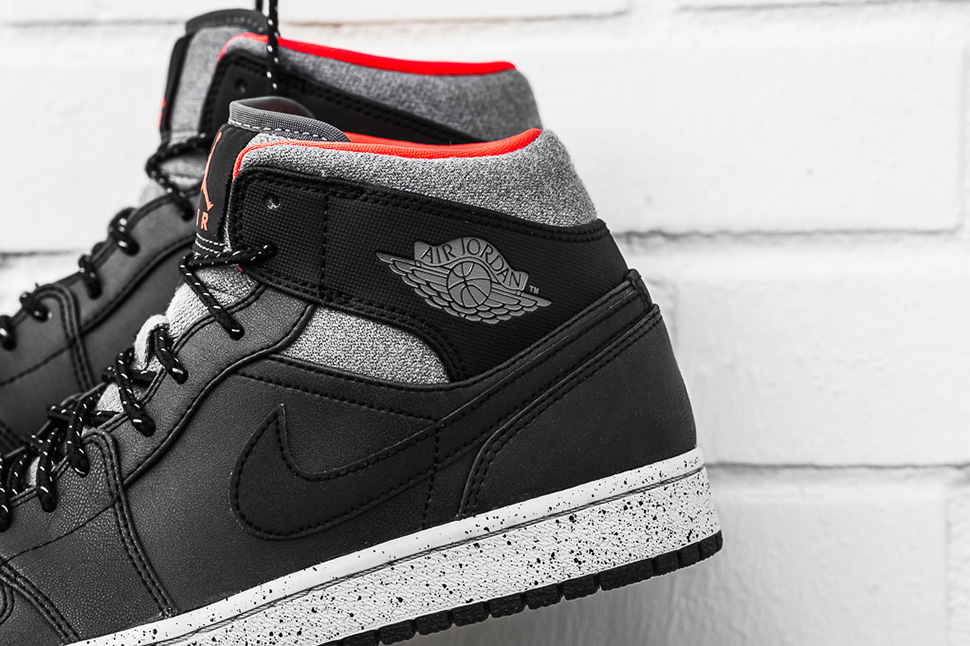 Air Jordan 1 Mid Black Infrared