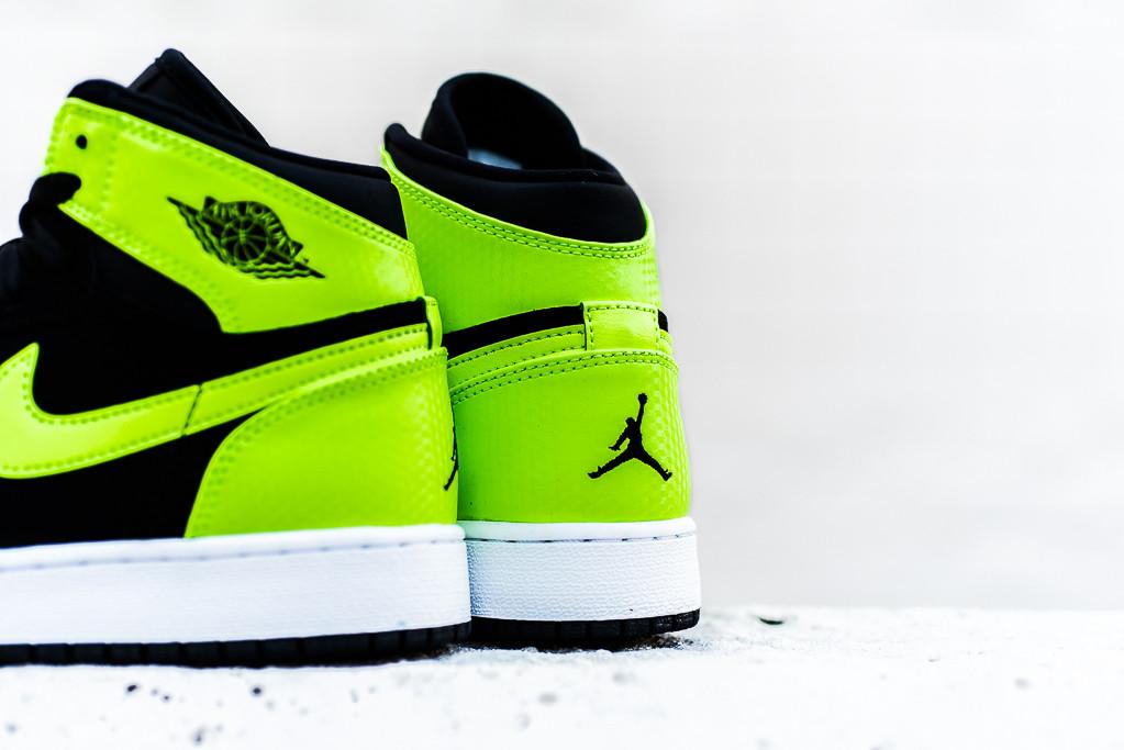 Air Jordan 1 High Retro Ghost Green