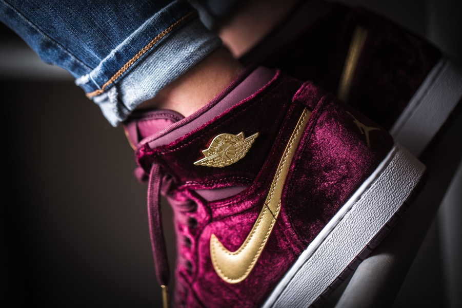 Nike Air Jordan 1 Retro Heiress Velvet Maroon Gold 832596 640
