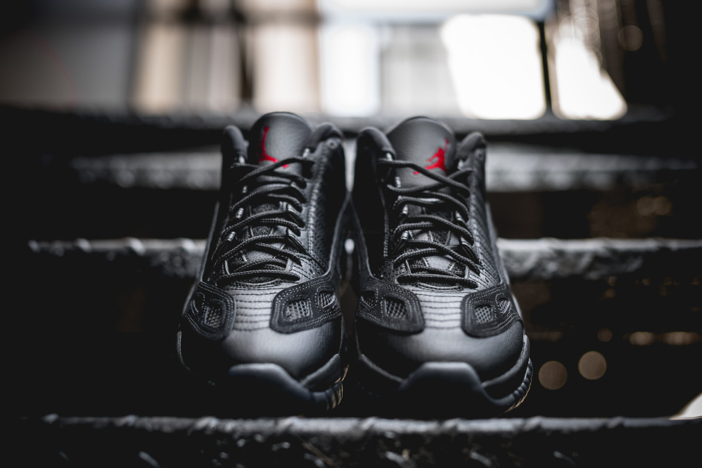 air-jordan-11-retro-low-ie-referee-306008-003-7