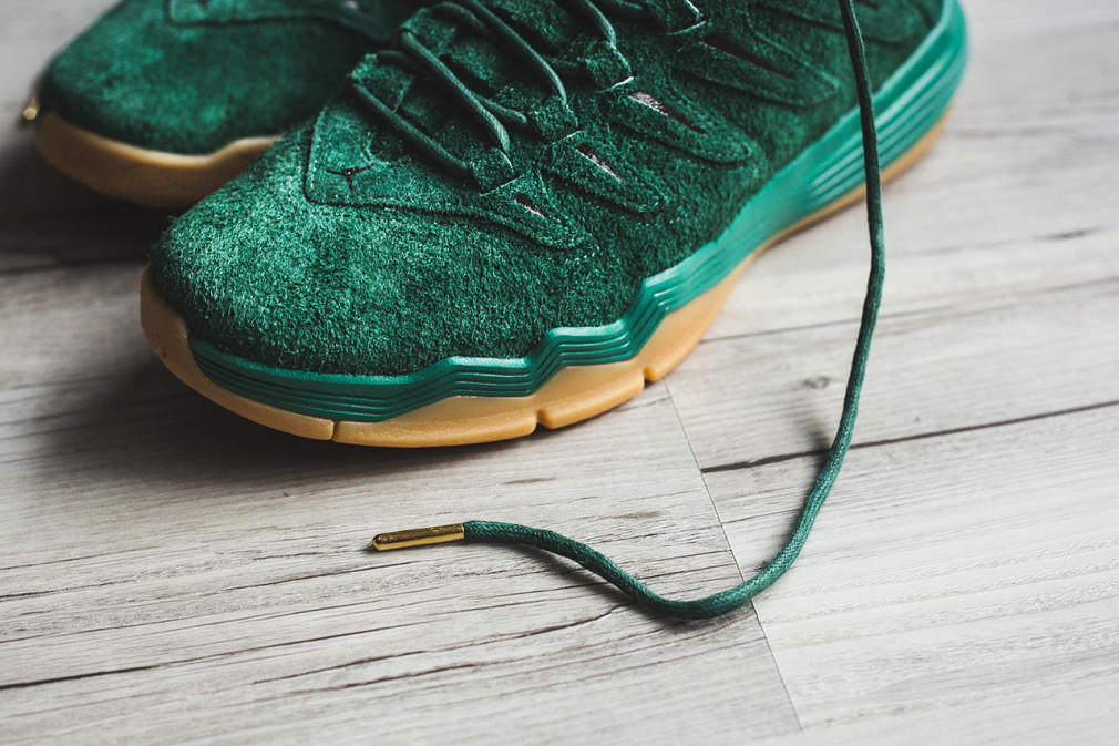 "Friends & Fam Exclusive Jordan CP9 ""Green/Gum"""
