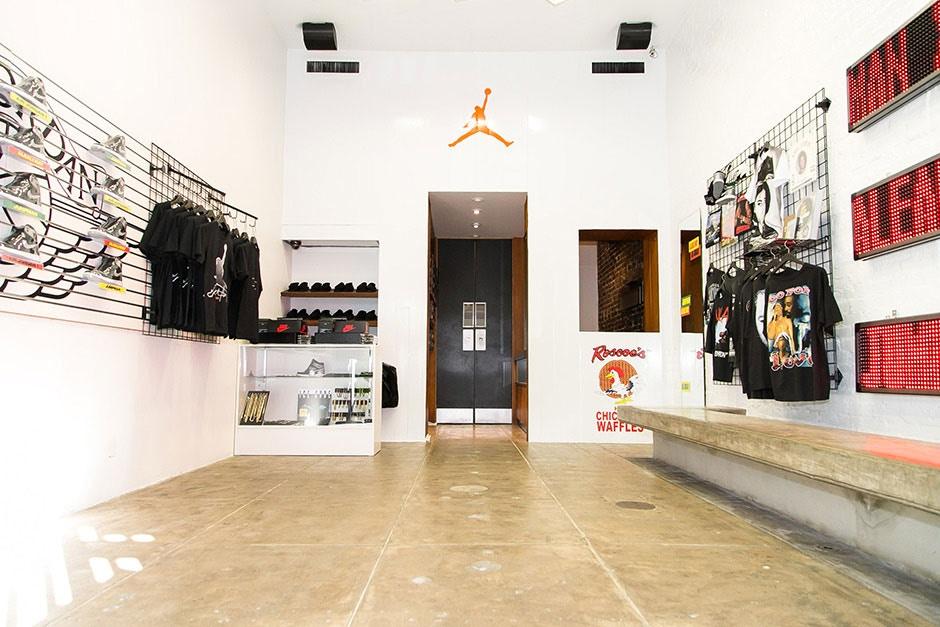 aleali may x jordan brand pop up store chez undefeated wave. Black Bedroom Furniture Sets. Home Design Ideas