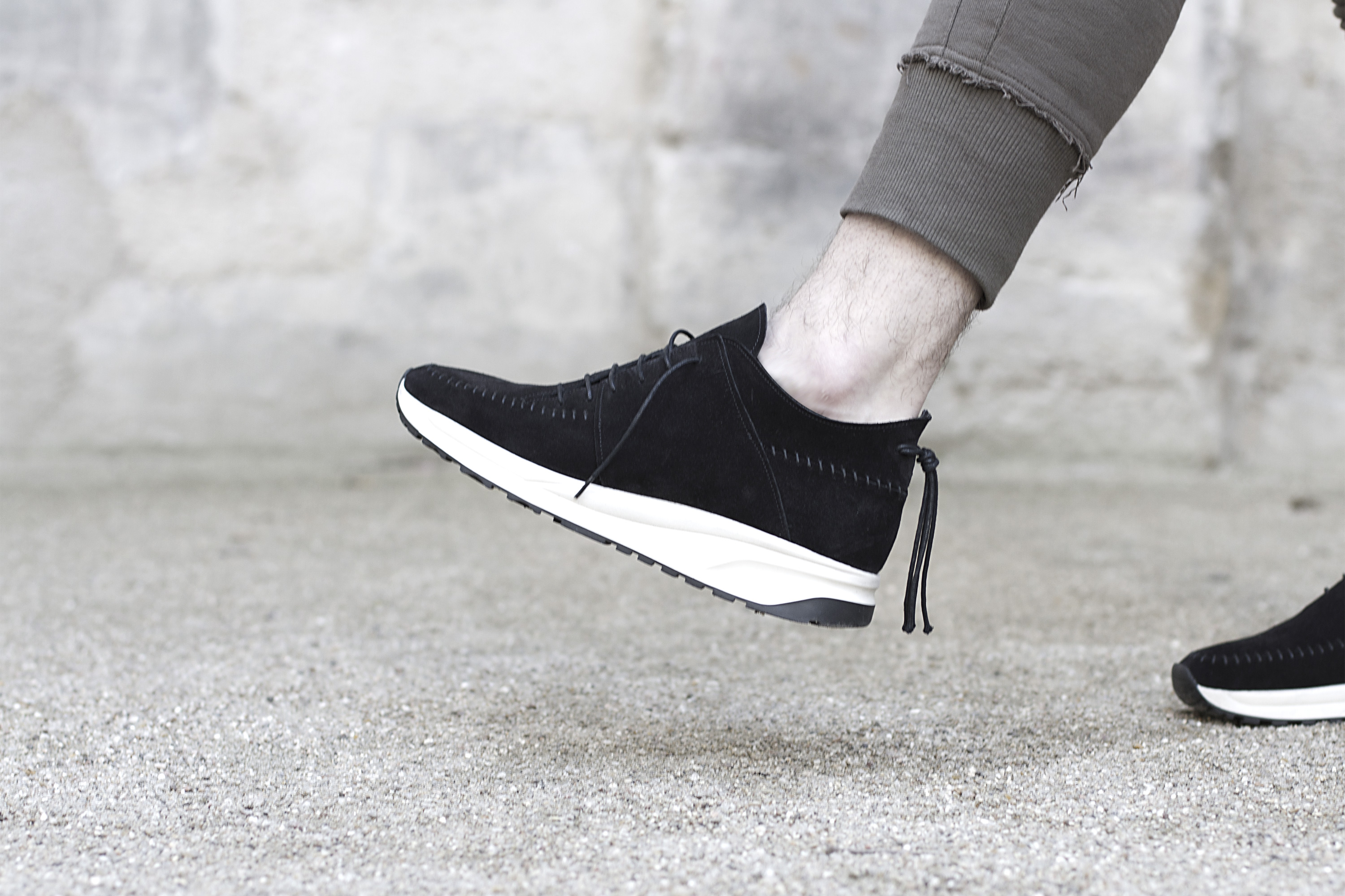 n-d-g-studio-native-run-black-suede-02