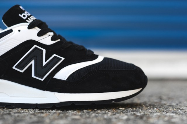 NEW BALANCE 997 (BLACK/WHITE)