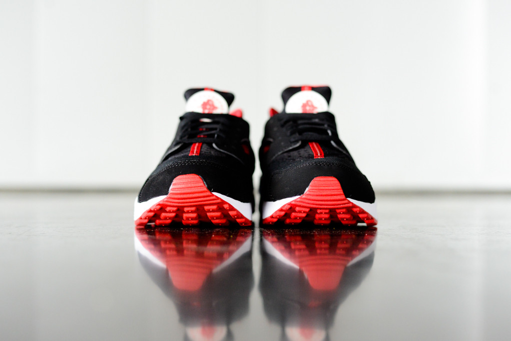 "Nike Air Huarache ""Black/University Red"""