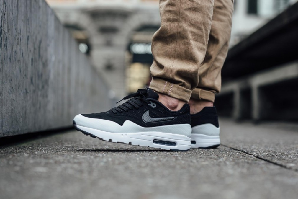 nike-air-max-1-ultra-moire-black-white-smoke-705297-011