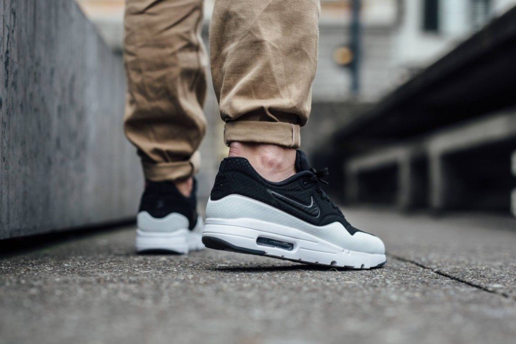 nike-air-max-1-ultra-moire-black-white-smoke-705297-011-2
