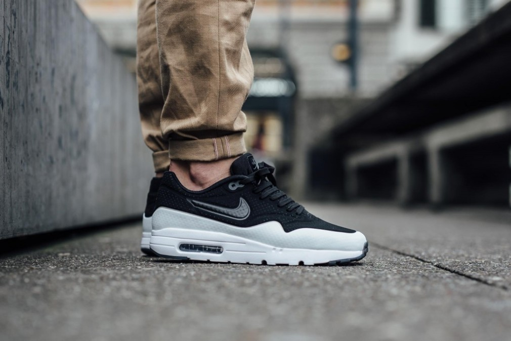 nike-air-max-1-ultra-moire-black-white-smoke-705297-011-3