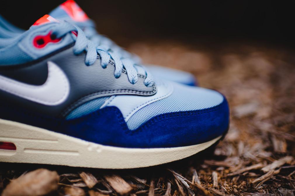 Nike Air Max 1 WMNS Essential (Blue Grey/White-Bright Crimson)