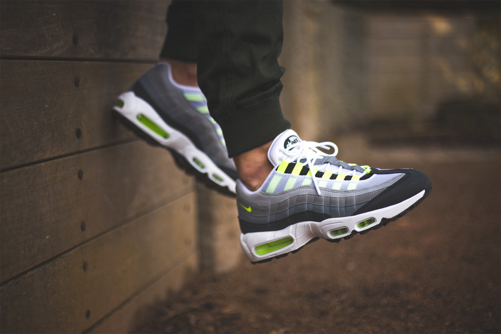 nike-air-max-95-id-neon-alternate-par-sneakers-addict-2