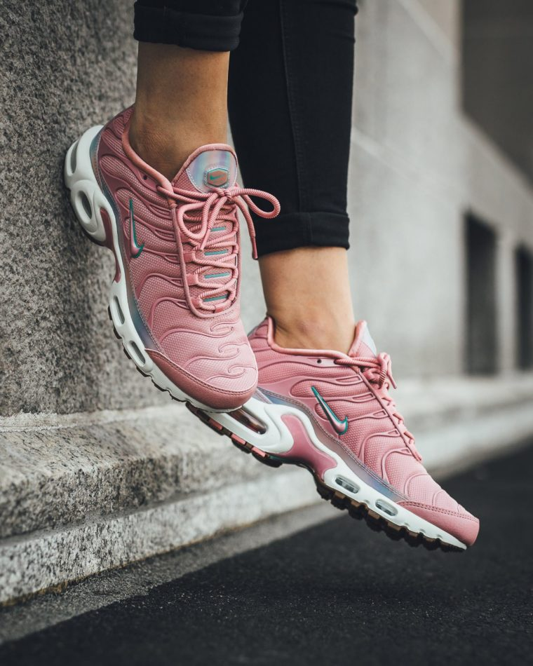 Nike Air Max Plus SE Red Stardust