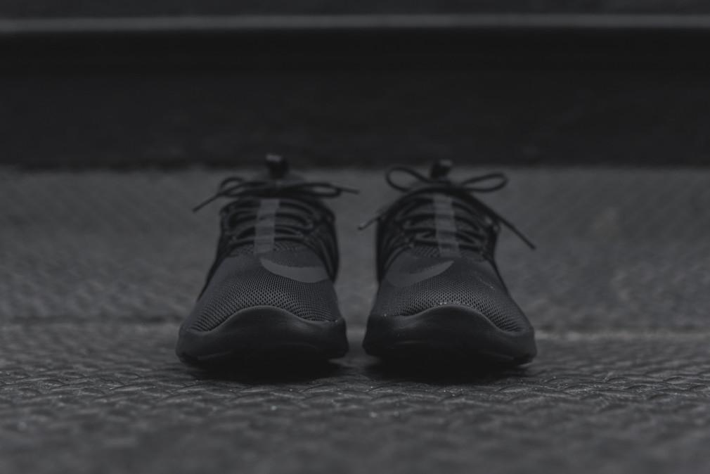 nike-darwin-2016-triple-black-3