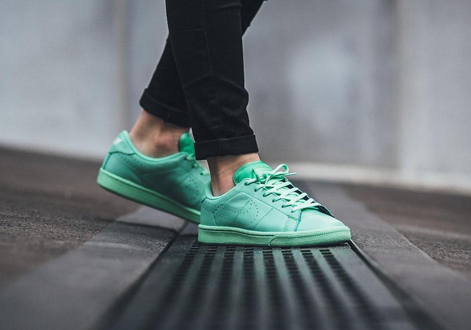 nike-tennis-classic-gs-green-glow-3