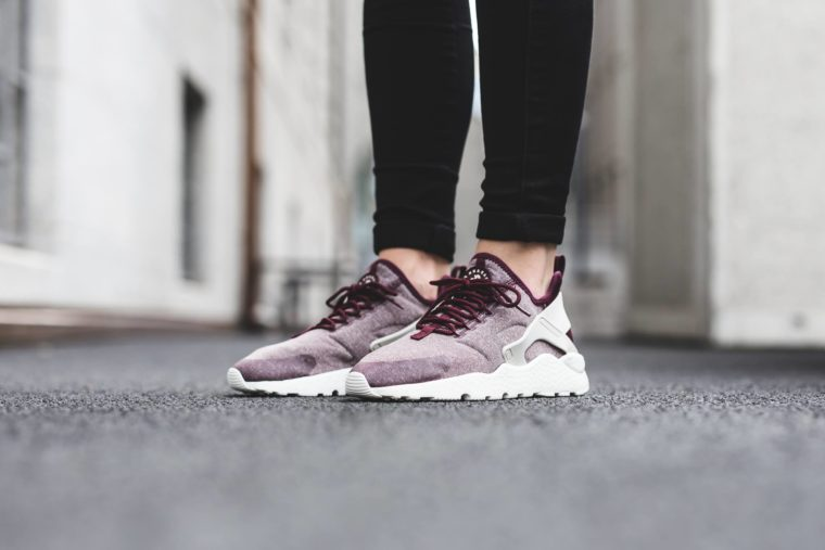 Nike WMNS Air Huarache Run Ultra SE Night Maroon