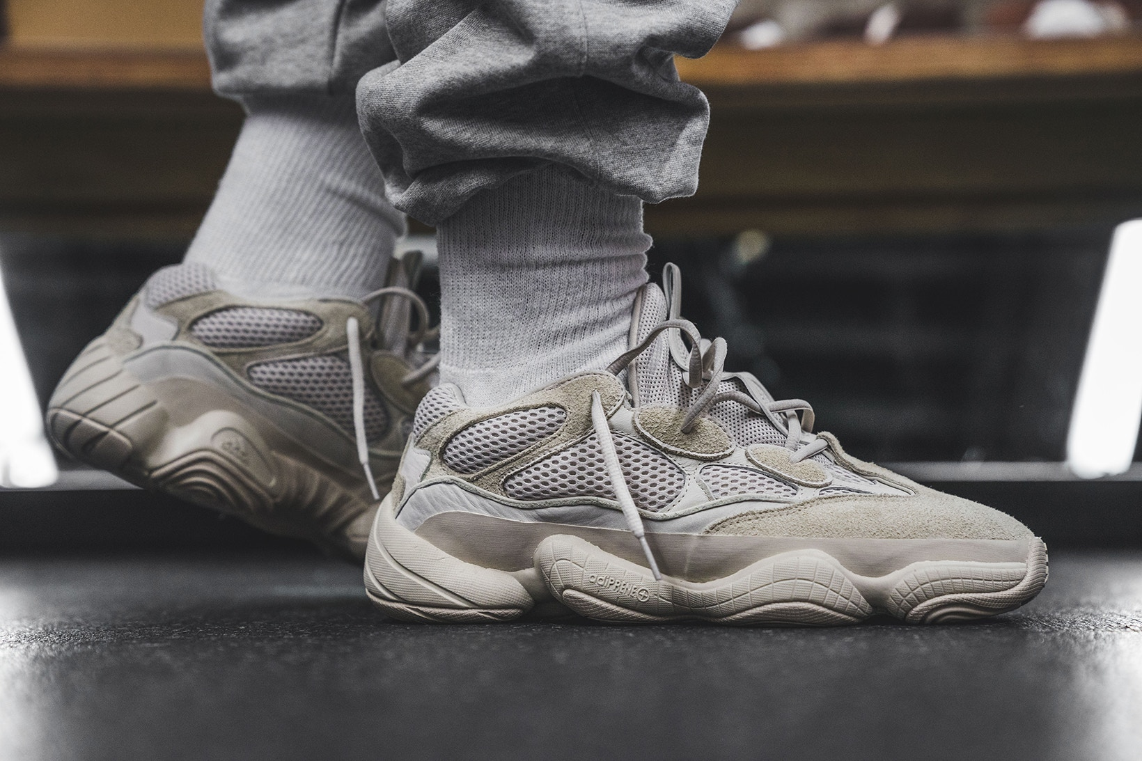 Yeezy 500 Runner Desert Rat Blush : on feet